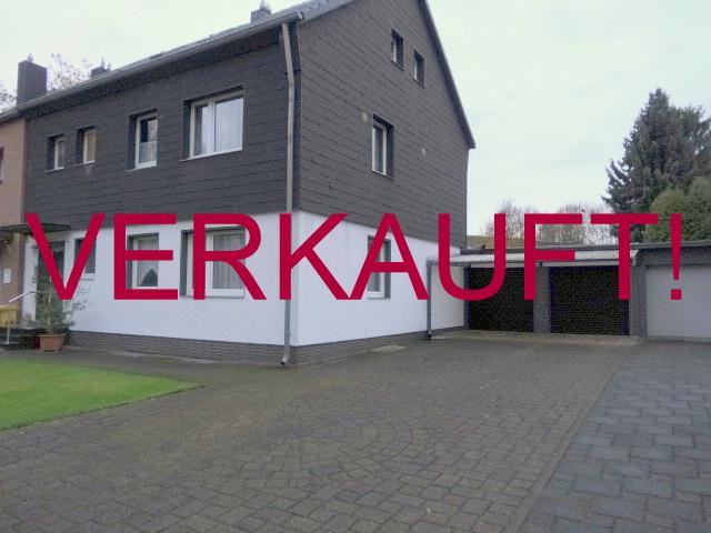 VERKAUFT!!! Ein-Zweifamilienhaus (Doppelhaushälfte) in Lierenfeld mit großem Gartengrundstück in Südlage und Doppelgarage mit weiteren Stellplätzen