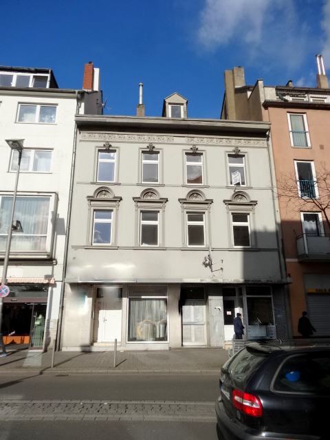 Renditeobjekt- Solides Wohn-und Geschäftshaus in lukrativer Geschäftslage von Oberbilk