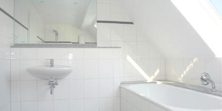 Masterbad mit Wanne und separater Dusche