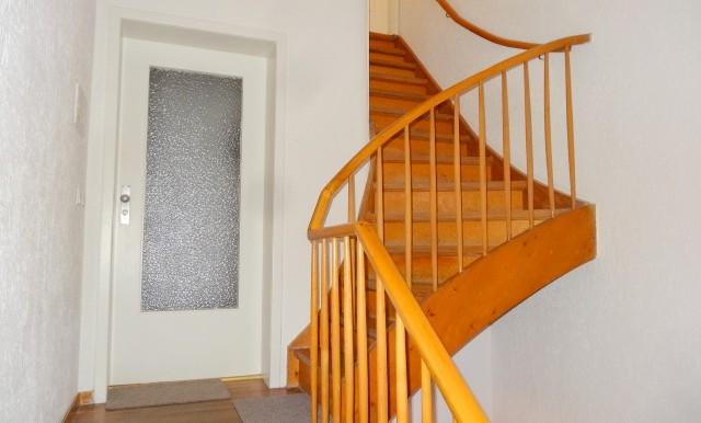 Treppenaufgang zum Spitzboden.