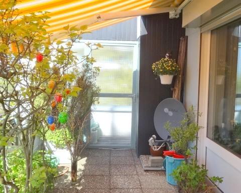Zugang vom Balkon zum Seitendurchgang