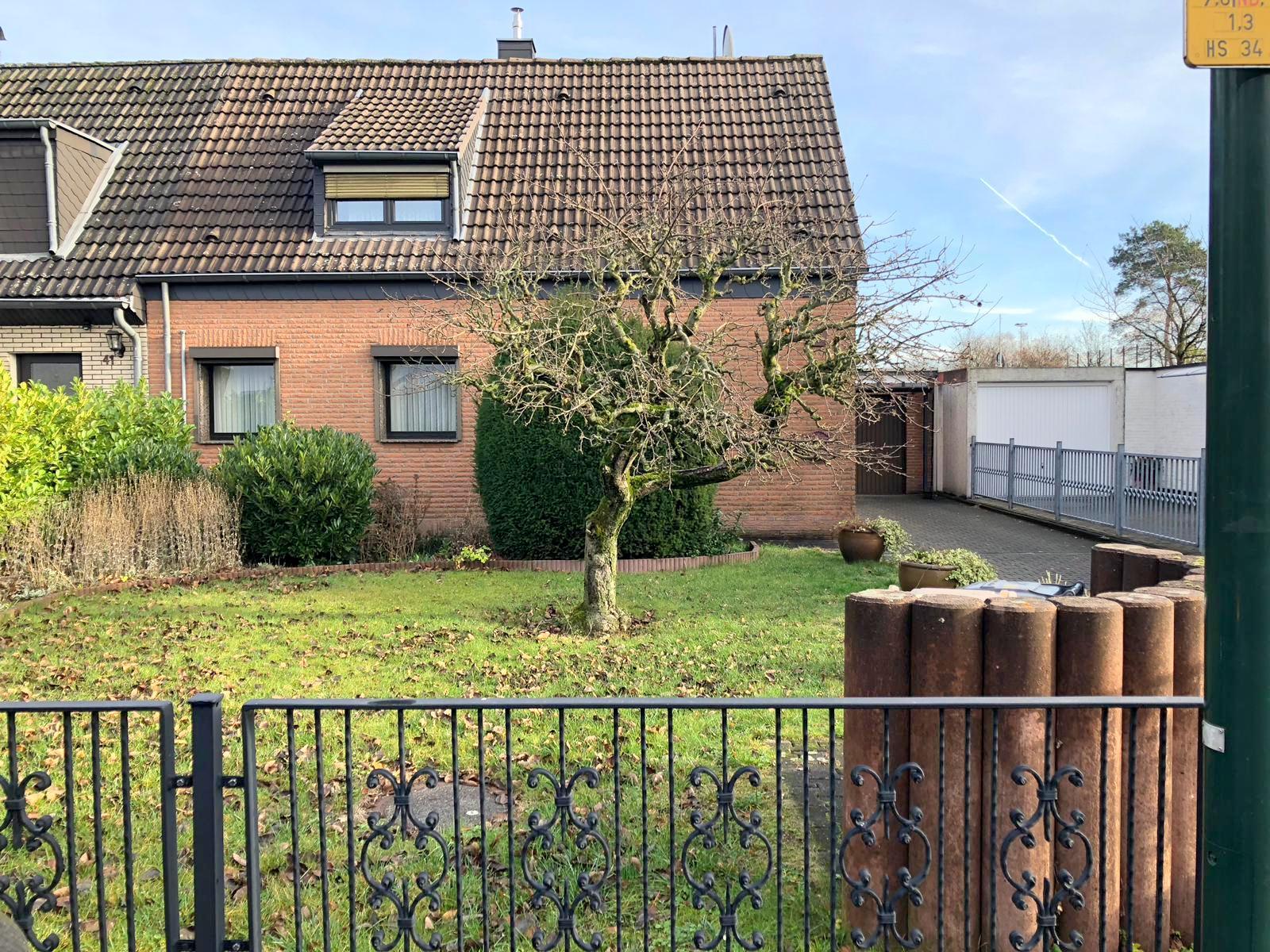 Doppelhaushälfte mit großem Grundstück + Garage in der begehrten Vogelsiedlung in Unterrath/Stockum