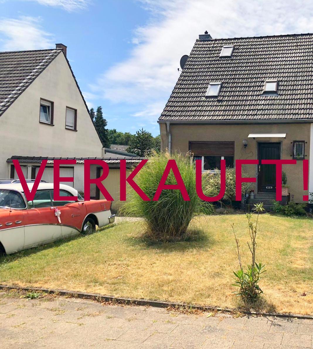 VERKAUFT! Schöne DHH mit großem Gartengrundstück und Garage in ruhiger Grünlage von Willich-Schiefbahn