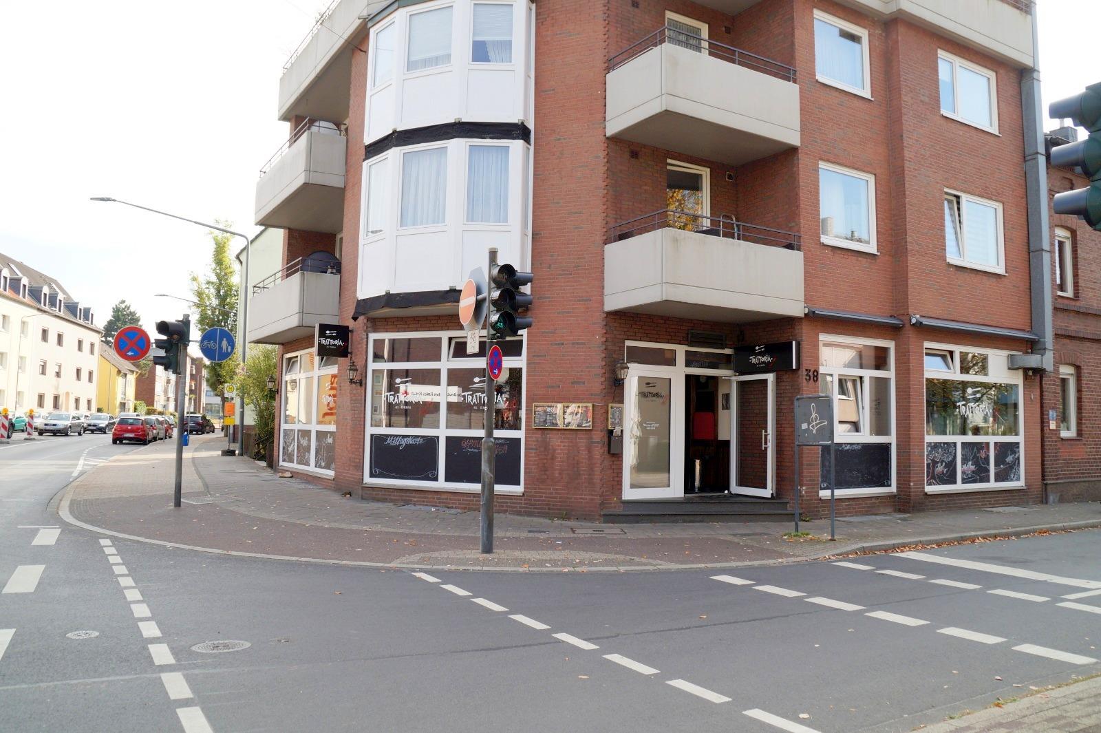 """Werbeträchtiges Eckladenlokal """"Pizzeria"""" mit Garage+Stellplatz für Eigennutzer oder Kapitalanleger"""