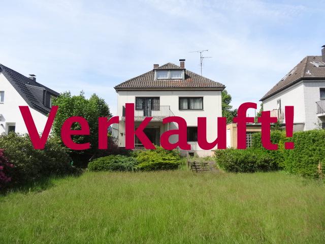 Freistehendes Einfamilienhaus mit großem Garten u.Doppelgarage am historischen Ortskern von Lohausen