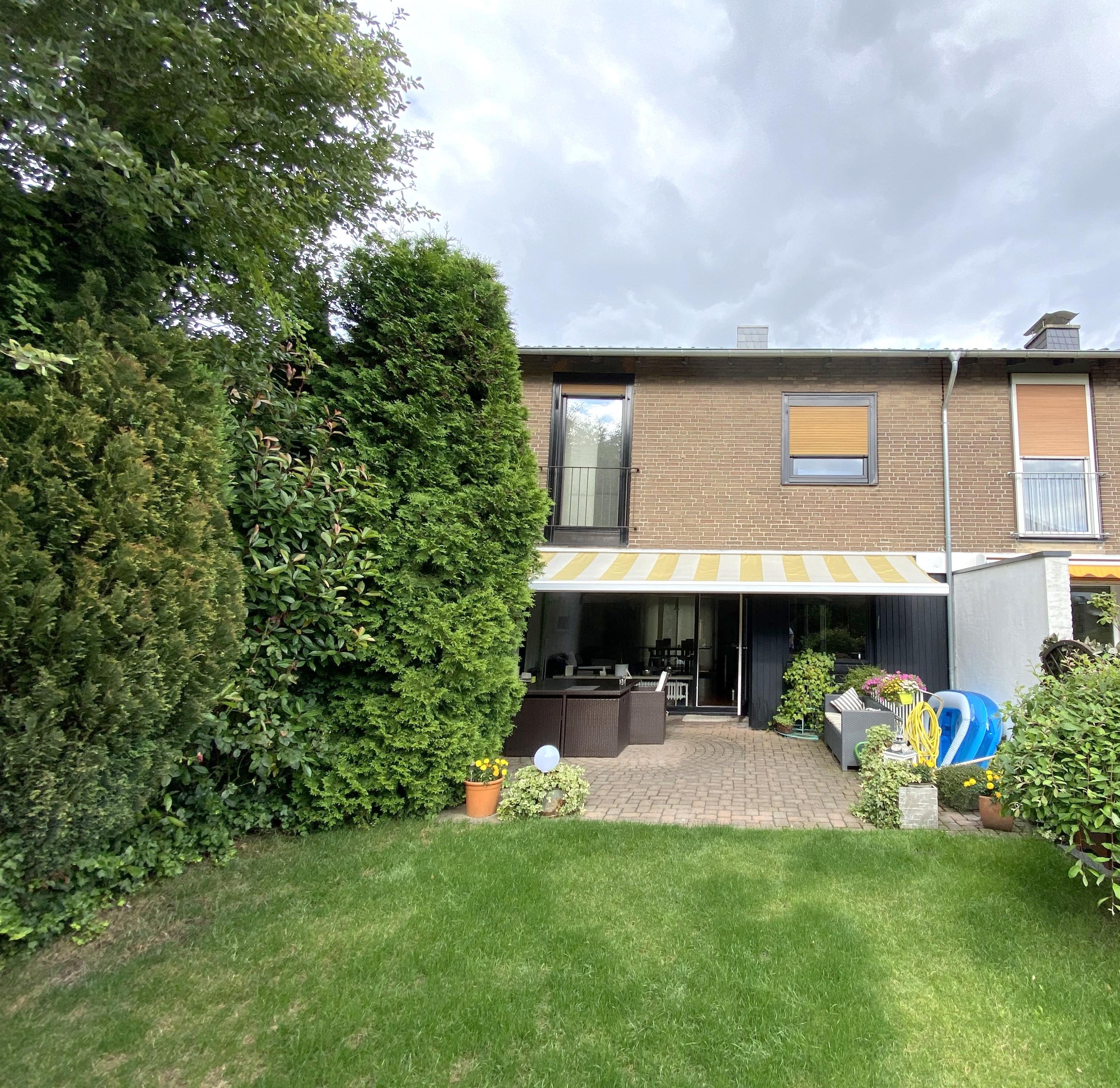 Familienfreundliches Reihenmittelhaus mit schönem Garten und Garage in Meerbusch-Osterath