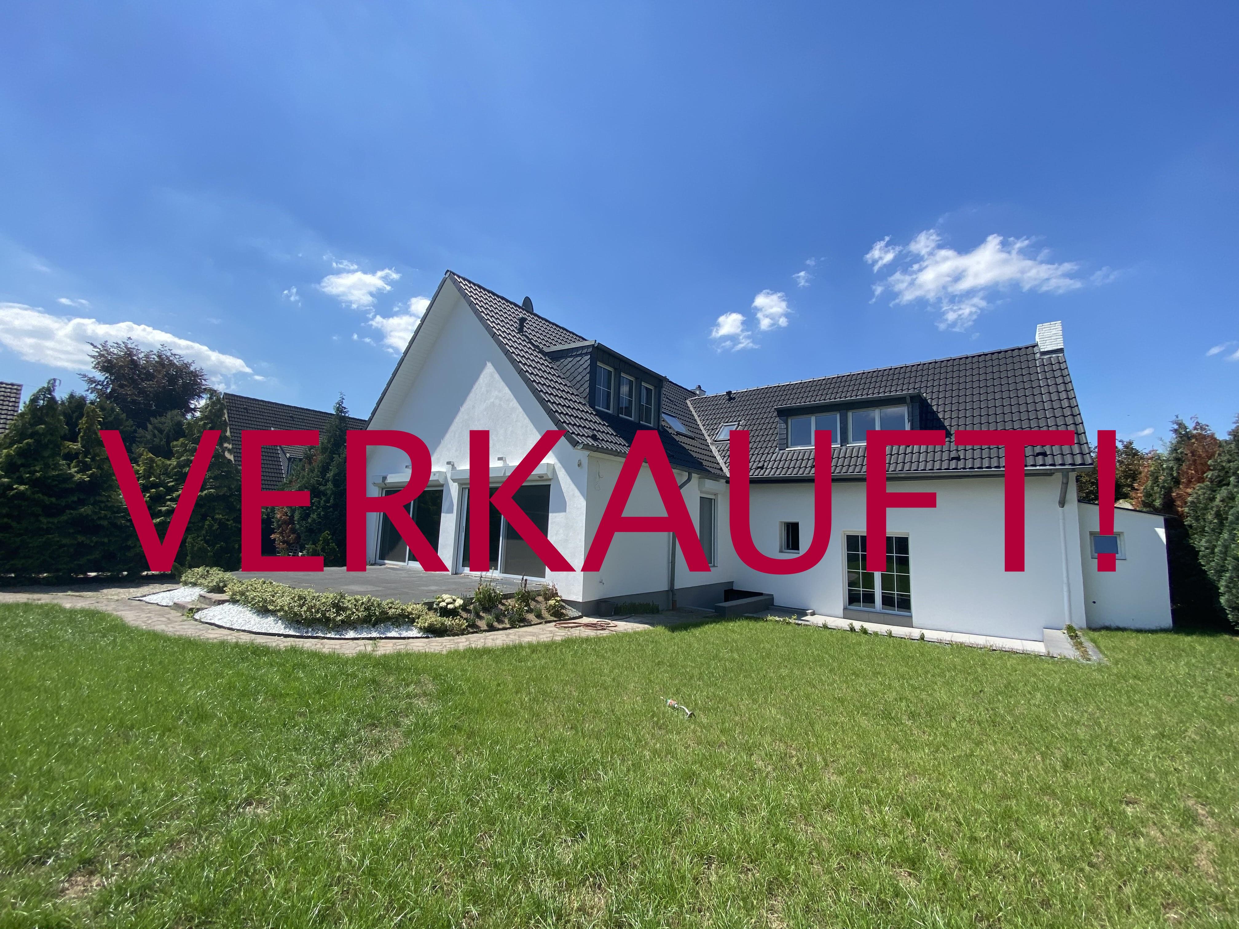 VERKAUFT! Freistehendes Ein-Zweifamilienhaus mit Garten (Erstbezug nach Kernsanierung 2019/2020) in Stockum