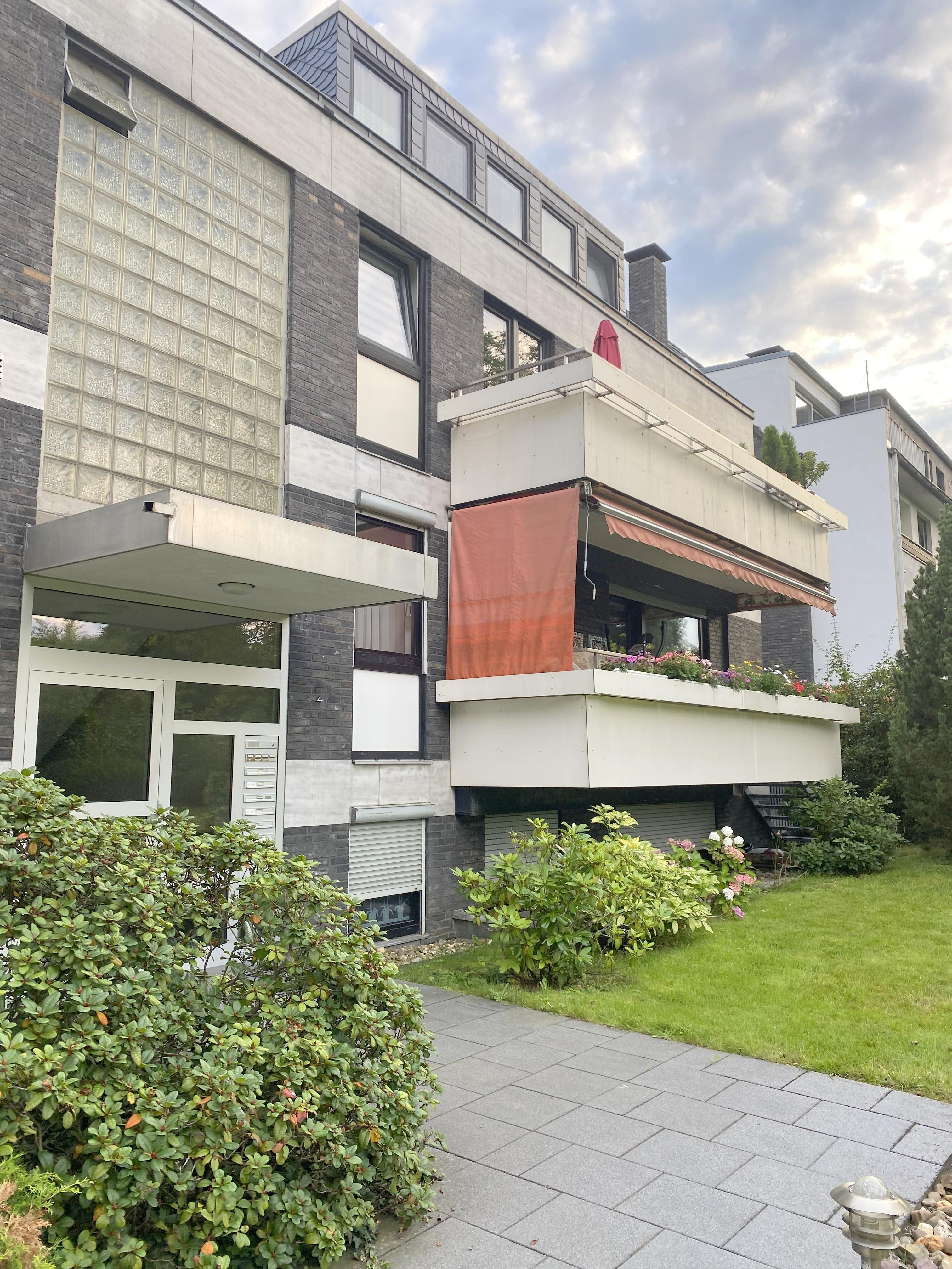 """""""Maisonette-Wohnung mit viel Potenzial zur individuellen Gestaltung, 2 Balkonen und 2 Tiefgaragenstellplätzen im sehr begehrten Stadtteil Düsseldorf-Mörsenbroich"""""""