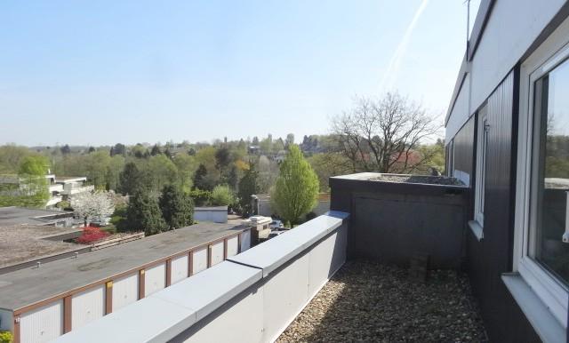Terrasse zur Frontseite des Hauses